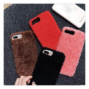 Husă pufoasă iPhone