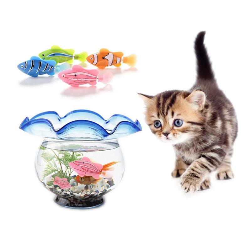 Pește jucărie care înoată